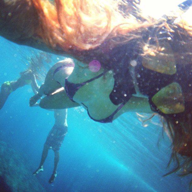 women-snorkel-gear